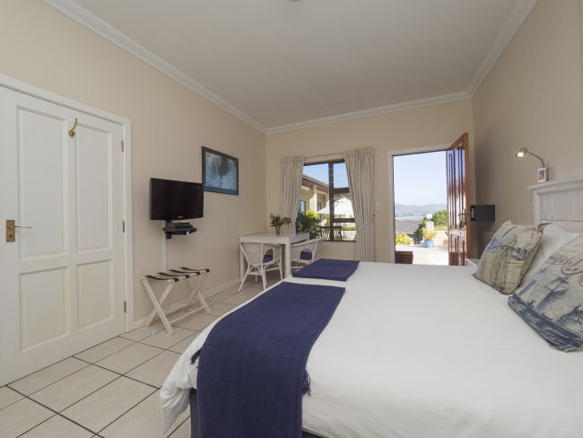 Amber Guest Lodge - Double Room with Lagoon View